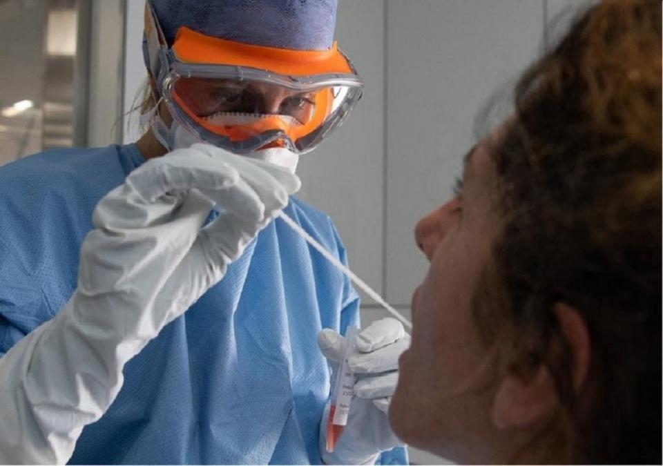 Descubren que existen 2 tipos de coronavirus; uno es más agresivo