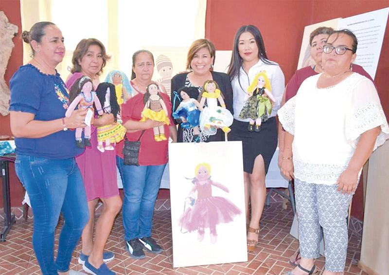 """Inauguran en Santiago la """"Expo Galería Mujeres Emprendedoras"""""""