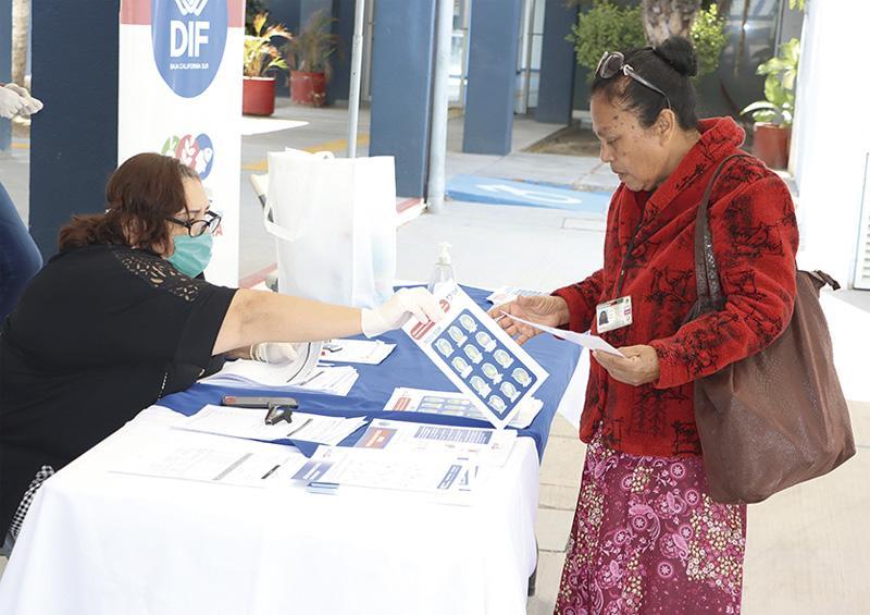 Entregan apoyos alimentarios a personas de atención prioritaria: SEDIF