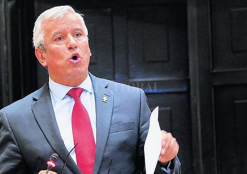 Renuncia primer ministro de Costa Rica por investigación en su contra