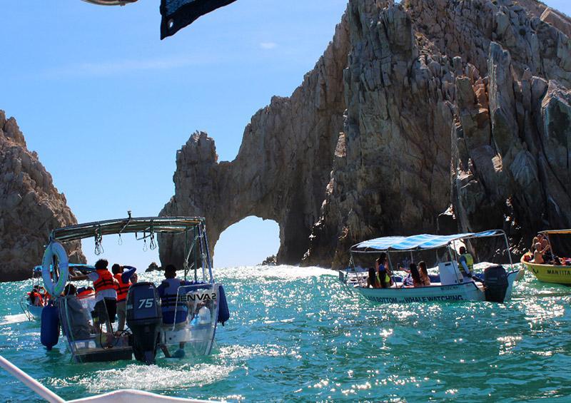 Cierran Playa del Amor y restringen a la navegación a pangas con actividades turísticas al Pacífico