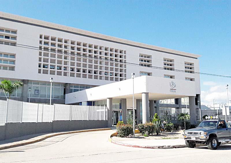 Denuncian trabajadores del Issste de La Paz que están desprotegidos para hacer frente a la pandemia