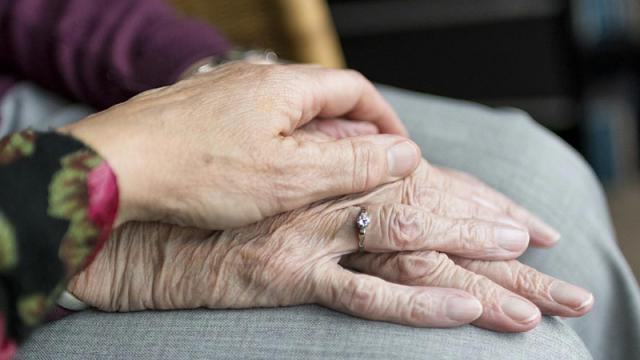 Madrid cierra más de 200 centros de personas mayores para frenar contagios por coronavirus