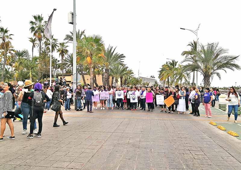 Marchan más de 5 mil mujeres en La Paz contra violencia de género