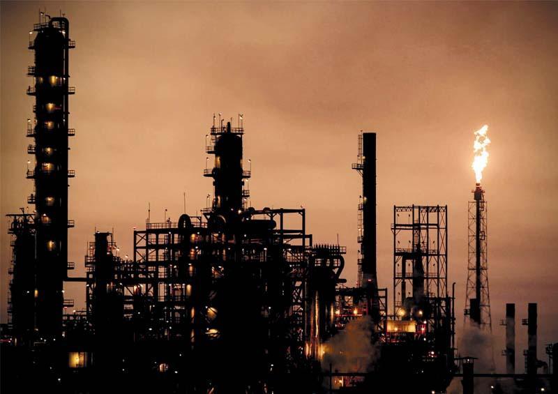 EEUU: demanda mundial de petróleo caerá en 8,1 millones de barriles por día