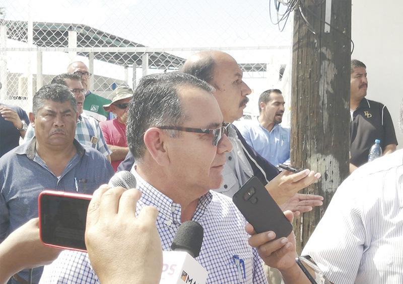 Por presión del sindicato renuncia director general de Oomsapas La Paz