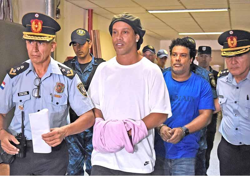 Jueza dicta prisión preventiva para Ronaldinho  y su hermano