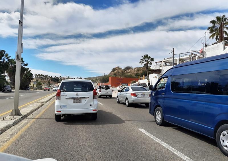 Tráfico vehicular lento en carretera Transpeninsular a la altura de Costa Azul