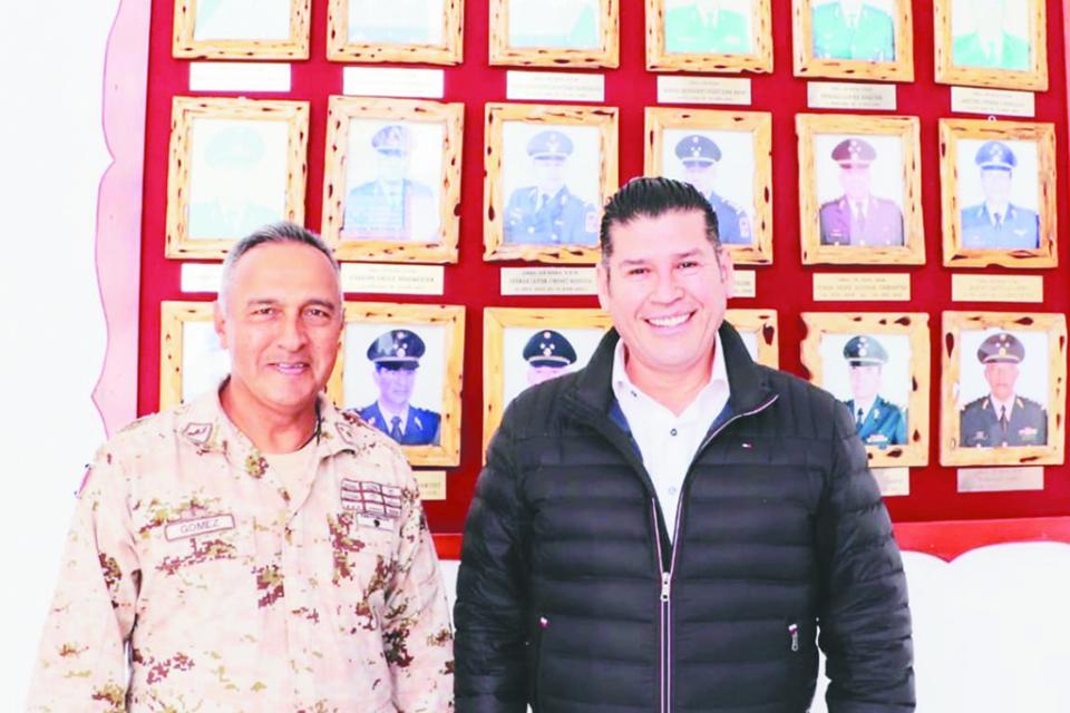 Se reúne Secretario General de Gobierno con Jefe de 40/a Zona Militar en Guerrero Negro