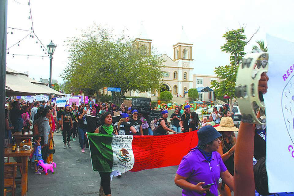 Exigen mujeres cese la violencia extrema  y feminicidios, al ganar las calles de la ciudad en el marco del 8 de marzo