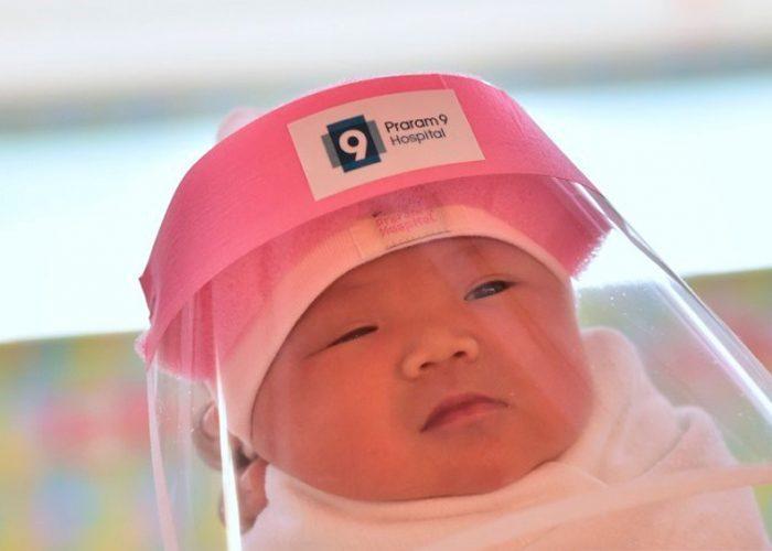 Colocan máscaras a recién nacidos para protegerlos del coronavirus