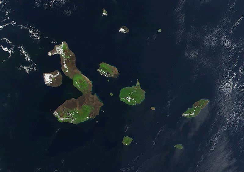 Alrededor de 300 turistas varados en las Islas Galápagos esperan vuelos humanitarios