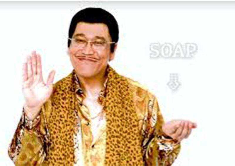 Un cómico japonés explica cómo lavarse las manos con una canción que se hace viral