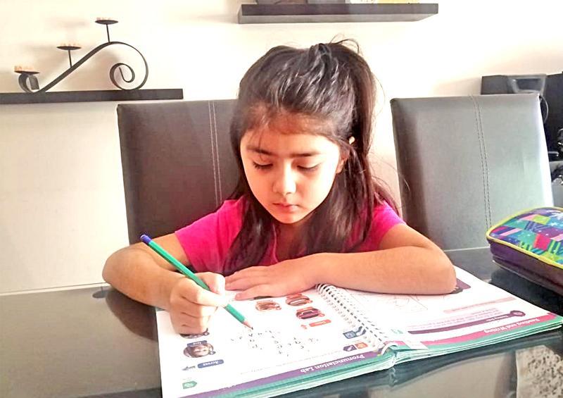 Continuarán actividades escolares básicas desde sus hogares