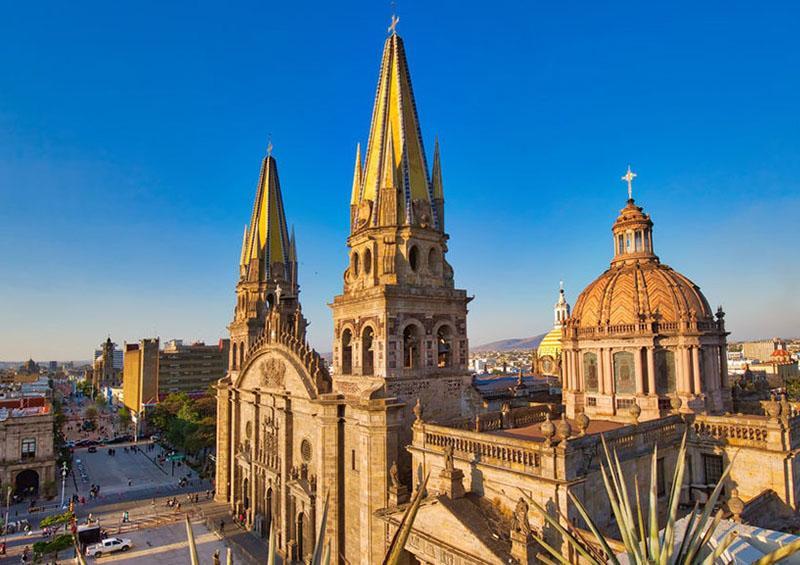 Matan a ladrón con su cuchillo al intentar robar casa en Guadalajara