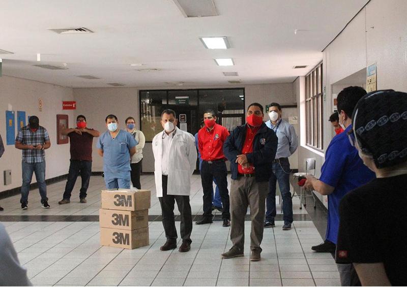 IMSS entrega equipo de protección a trabajadores de clínica de CSL.