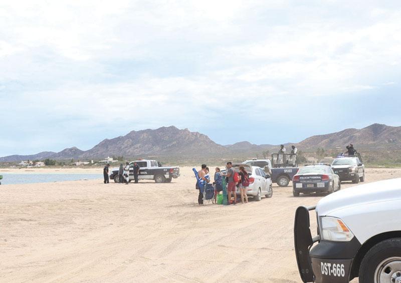 Retiran a más de cien personas de  playas de Los Cabos