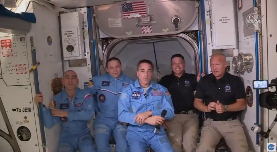 Astronautas de misión de SpaceX abordan Estación Internacional
