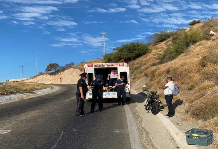 Motociclista choca contra vehículo en Cerro Colorado