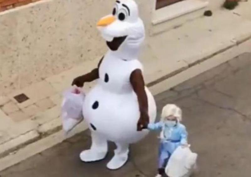 El padre que se disfraza para distraer a su hija de la cuarentena