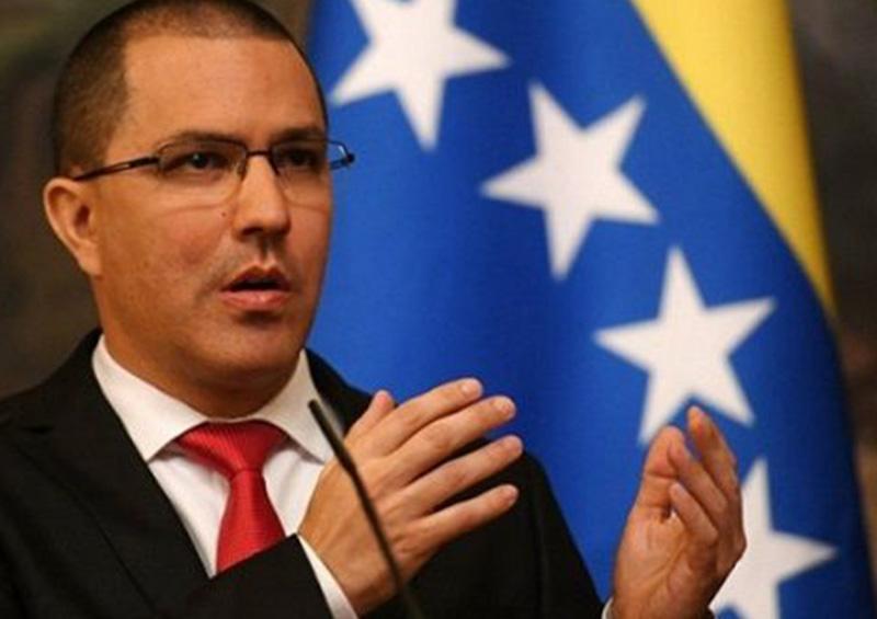 El canciller venezolano acusa a EEUU de perseguir buques que llevan gasolina a su país