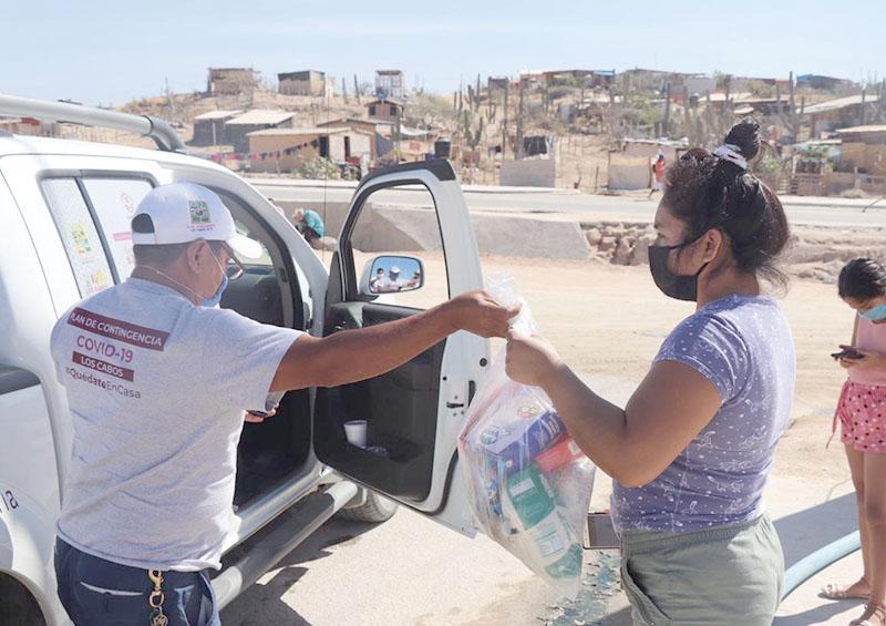 Gobierno de Los Cabos entrega más despensas a familias