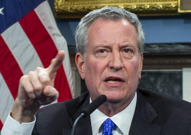 Alcalde de ciudad de Nueva York llama hipócrita a Donald Trump