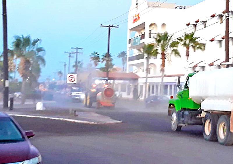 Sanitizan calles y espacios públicos en Loreto