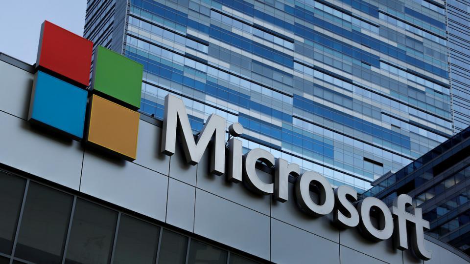 Microsoft despide docenas de empleados y los reemplaza con robots