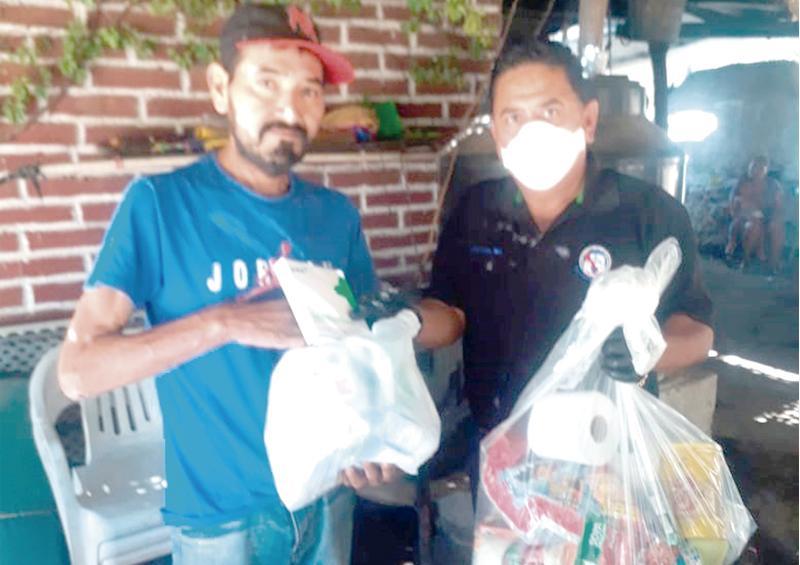 Entregan apoyos alimenticios donados por burócratas a los más necesitados en Miraflores