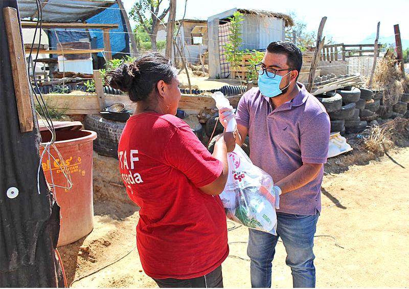 Contribuyen regidores en la entrega de apoyos a las familias vulnerables
