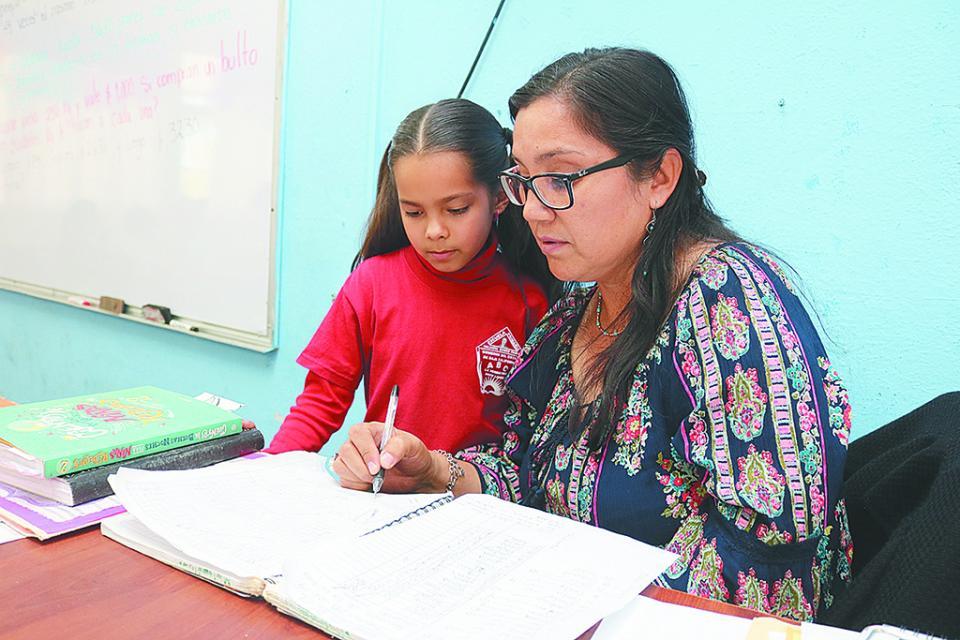 Retribuirán  estímulos  económicos a  docentes por 30  y 40 años de  servicio: SEP