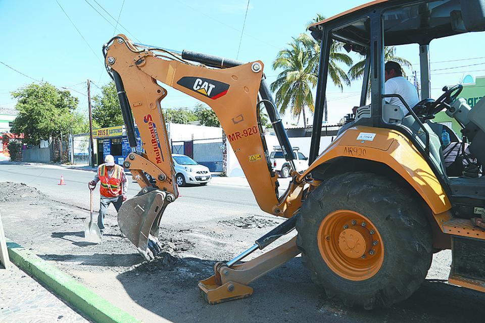 Mejoran seguridad vial y peatonal con Programa de Bacheo en Los Cabos