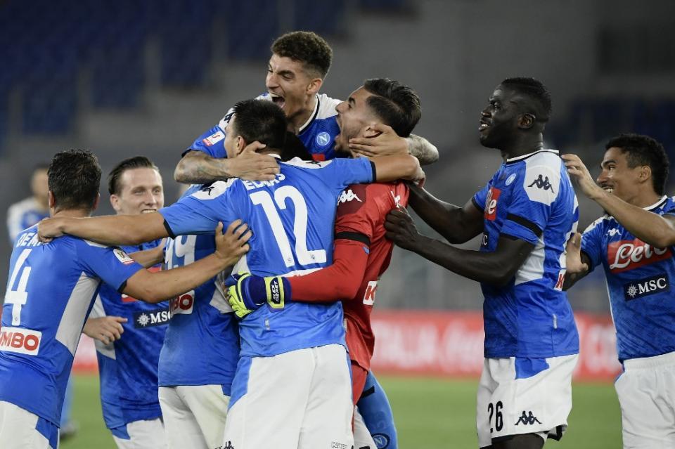 Nápoles gana la Copa de Italia al superar a Juventus en penales