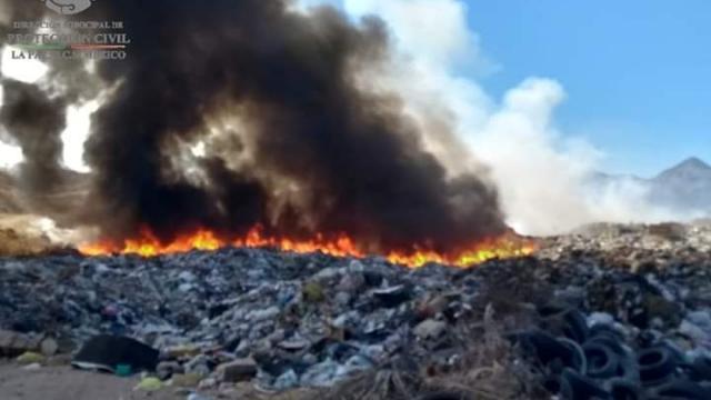 Controlan incendio en el relleno sanitario de La Paz
