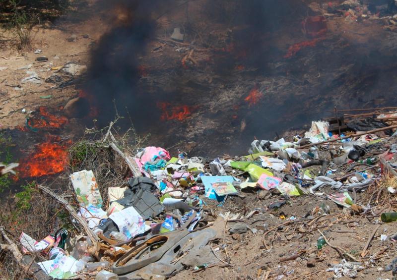 Vertedero de basura, denuncian como foco de incendios en Santa Anita