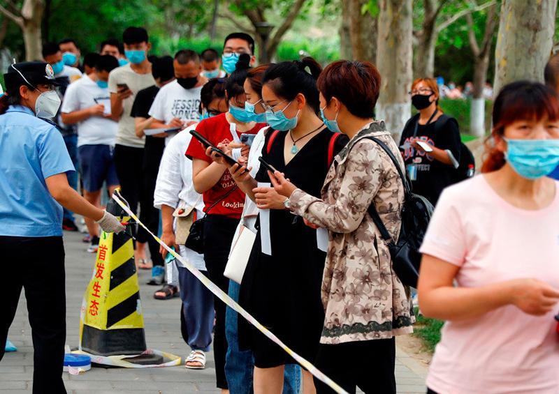 Pekín impone drásticas medidas para detener un nuevo brote