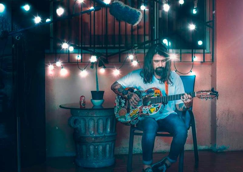 Buscan sobrevivir; artistas venden su talento por internet