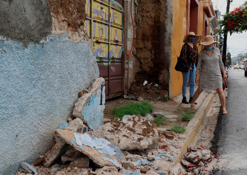 Aumenta a 9 los fallecidos por el sismo de magnitud 7,5 en México