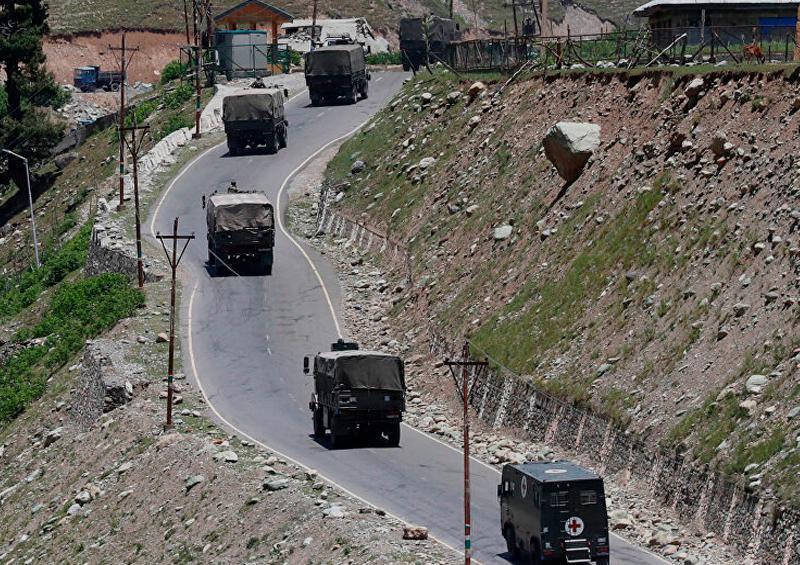 """China e India despliegan """"gran número"""" de fuerzas en la frontera"""