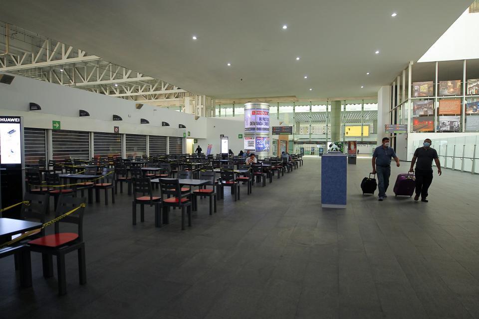 Alertan que esperas en aeropuertos podrían alargarse por COVID-19