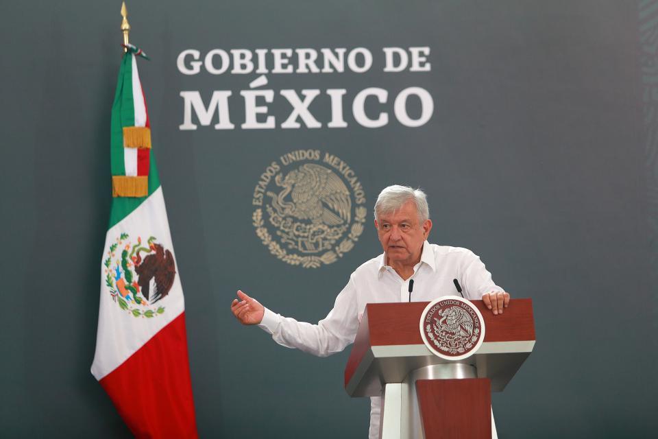 Se enoja AMLO con Reforma por reporte de López-Gatell