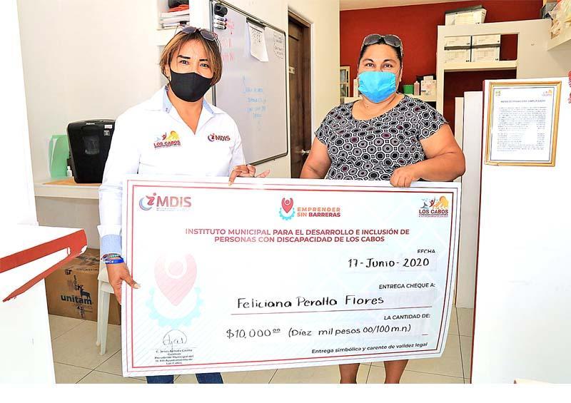 """Entregan a 10 familias apoyo del programa """"Emprender sin Barreras"""""""