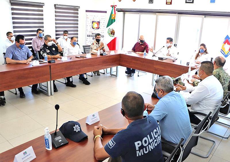 Sesiona Mesa de Seguridad  con sector salud en Loreto