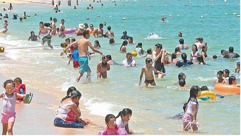 Incumplen bañistas con protocolos de seguridad en playas el Día del Padre