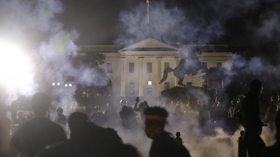 En medio de protestas La Casa Blanca apaga sus luces
