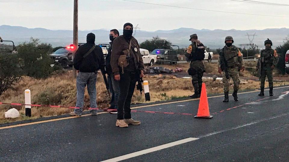 Hallan al menos 15 cuerpos en carretera de Zacatecas