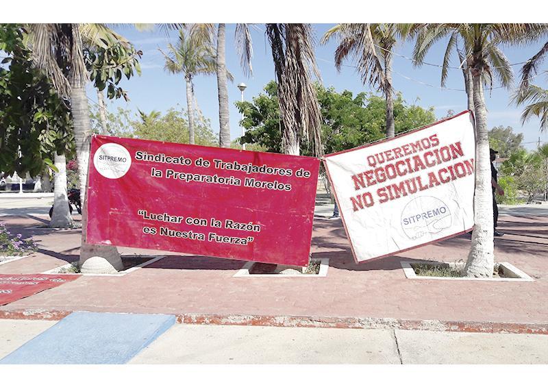 Trabajadores de Preparatoria Morelos exigen pago de salarios y prima vacacional
