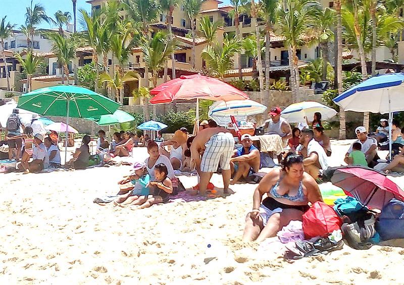 Preocupa a sector empresarial alta concentración de gente en playas