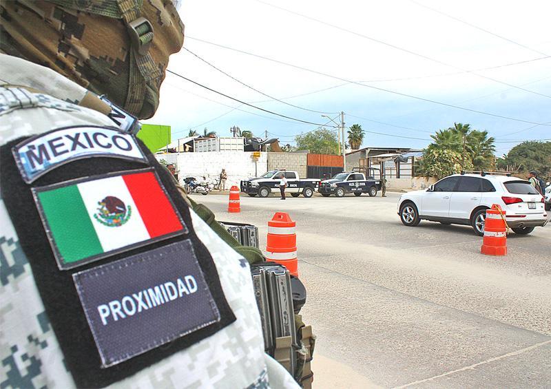 Seguridad Pública continúa operativos en colonias y centros comerciales
